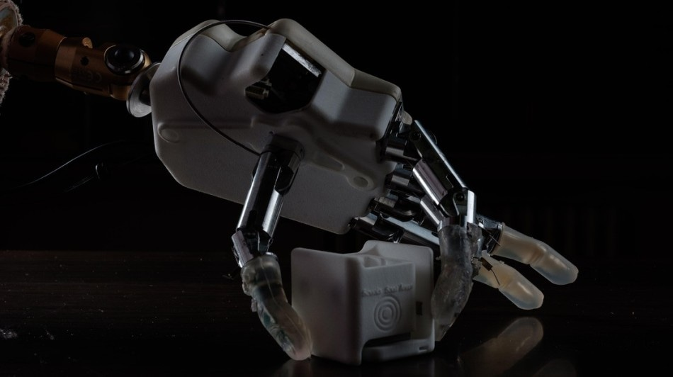 Next-Generation Bionic Hand Allows Amputees to Regain Their Proprioception
